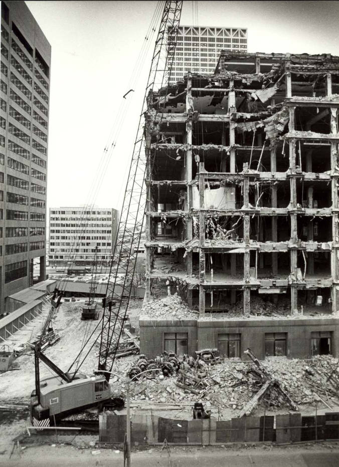 Demolition Of North Side Of Home Office Of Northwestern Mutual Insurance At 720 E Wisconsin Ave Milwaukee Public Library Historic Photo Collections Hosted By The Milwaukee Public Library